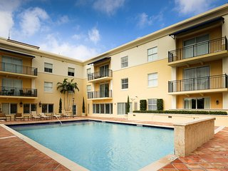 2 BR Suites in Coral Gables Walk to Miracle Mile LicE-0611