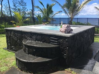Oceanfront Luxury, Private Pool and Hot Tub - and Safe from Lava!
