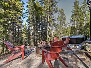 Breckenridge House w/ Hot Tub - Mins to Slopes!