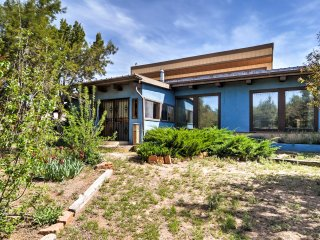 2BR Santa Fe Home at Dream Catcher Retreat Center