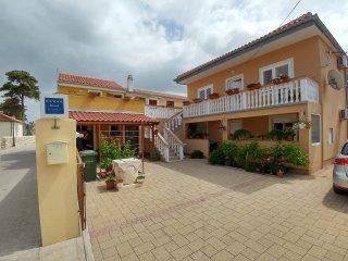 Nadica- lovely family house A1(5+1) - Nin