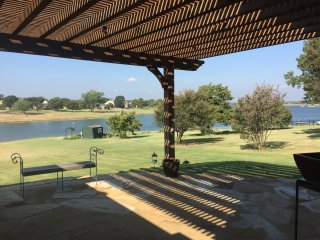 Nature's Lover's Paradise - Large Lakefront Home in West Frisco