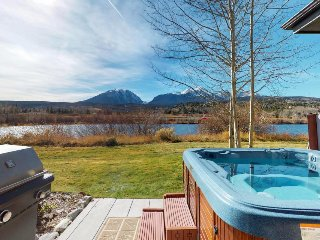 Comfortable lakefront townhome w/ private hot tub, views - close to ski areas!