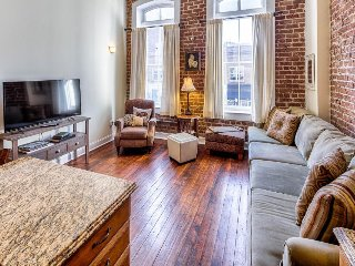 Romantic getaway in the heart of downtown historic Savannah
