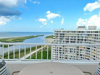 Beachfront penthouse w/ spectacular views & heated pool