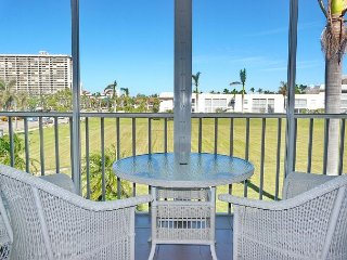 Private condo near the beach w/ a heated pool & hot tub