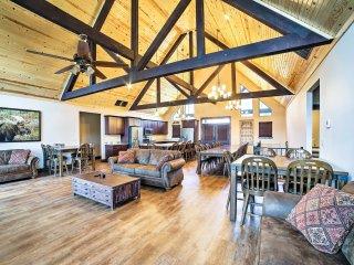 Charming Branson Home w/ Pool Access & Lake Views!