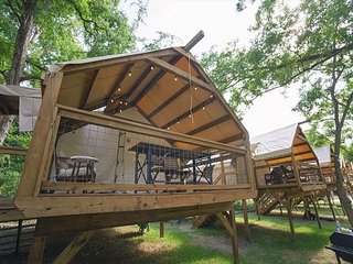 Geronimo Creek Retreat - Glamping Cabin #5 (Sleeps 5 Max)