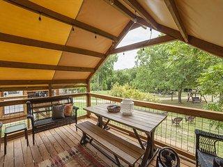 Geronimo Creek Retreat - Getaway Cabin #5 (Sleeps 5 Max)
