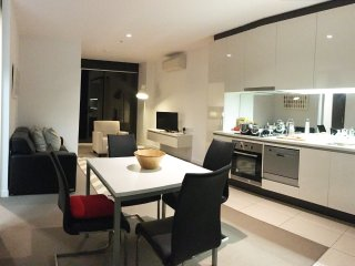 Agoras Suite in Melbourne CBD (FREE Bag Storage)
