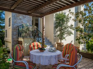 Villa SWEET HOME with a courtyard and BBQ.