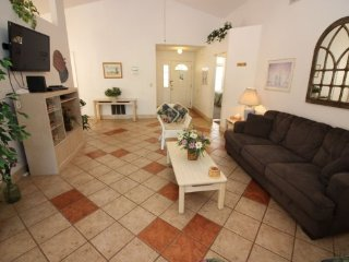 3 Bedroom Home with Solar Heated Private Pool, Close to Disney