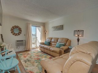 2nd floor condo in Cherry Grove, overlooking pond, 2 minute walk to the beach