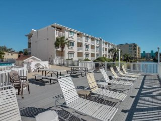 2 Bedroom, 1 Bathroom, 3rd Row Condo in Cherry Grove