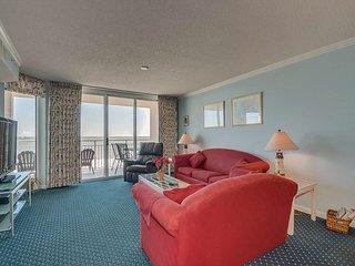 Beautiful DIRECT oceanfront condo, great amenities & location!