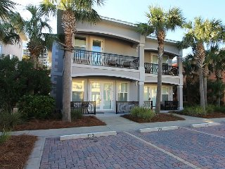 Miramar Villas 113, 3BR/3BA spacious townhouse! Steps to the Beach!