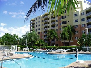 Vacation Village at Bonaventure: 2-Bedrooms, Sleeps 8, Full Kitchen