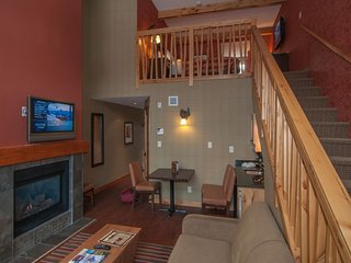 Banff Fox Hotel & Suites Premium Loft Suite