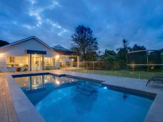 POOLSIDE BEACH PAD MORNINGTON