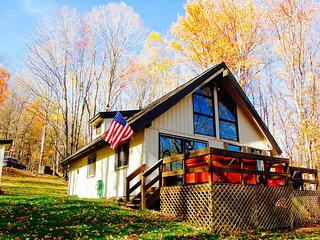 Charming 'Swiss Chalet' Ski Cabin Near Mount Snow