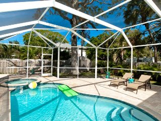 Barefoot Crossings: Home w/ Screened Pool and Spa. 3 blocks from beach!
