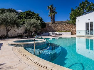 Brand new! The Shells - Superb Villa with pool