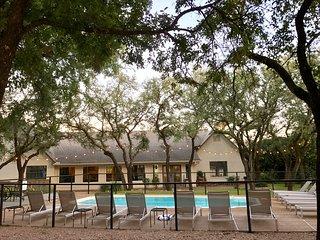 The 4 bedroom Gathering House (Gathering Oaks Retreat)