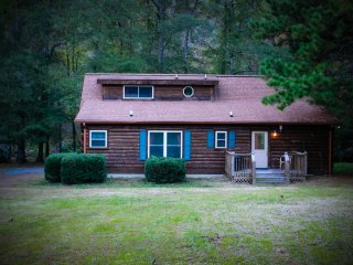 Rivers Edge Cabin 3 bedroom 3 bath riverfront cabin with hot tub and fire pit