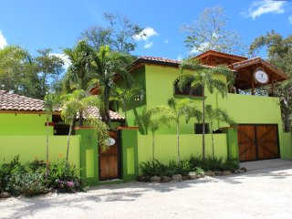 Casa Colibri, 3 min walk away from the beach and Tamarindo,