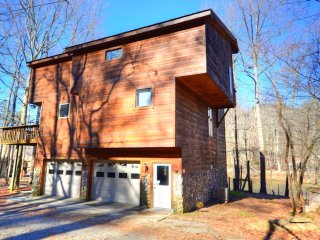 Otter Run is a 3 bed 2 bath luxury riverfront pet friendly cabin with fire pit.