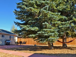 Bring the family together: Ideal layout, close to trails, pool table, big yard!