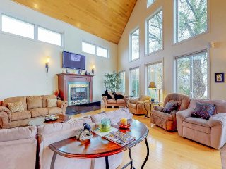 Waterfront home for large groups. Fireplaces, a large backyard, lake views, etc!