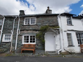 BANK VIEW COTTAGE, open plan, charming location, views, in Chapel Stile, Ref. 96