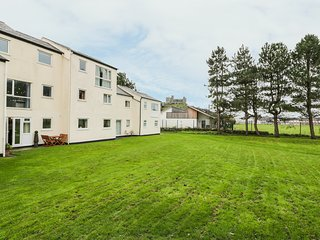 DRIFTWOOD, all ground floor, open plan, close to the beach, in Harlech, Ref