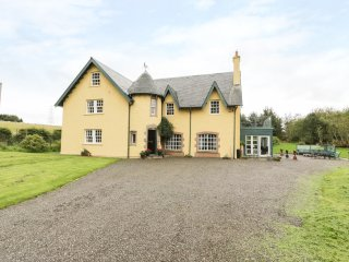 TULCHAN LODGE, spacious retreat, countryside, wood burner, in Perth, Ref. 953719