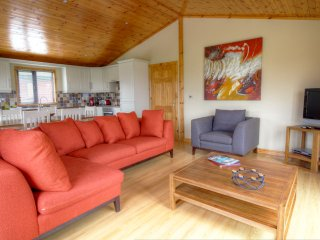 4 bedroom luxury bay view cabin on Mulroy Bay.Sleeps 8