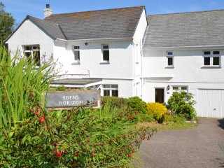 Edens Horizon family-friendly house parking, large garden near The Eden Project