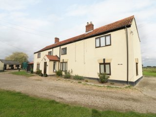 GRANGE FARMHOUSE, on working stud farm and equestrian centre, en-suites, country