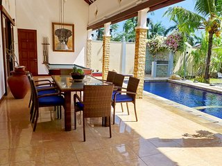 Secluded family villa / prime location in Senggigi / private garden & pool