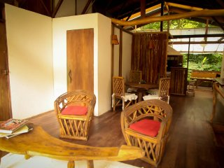Eco-friendly lodge close to the beach and the jungle, come and enjoy your stay!