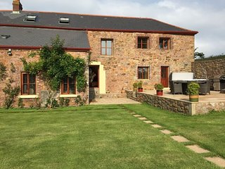 ISLAND RETREAT - Tranquility within 10 minutes drive of Beaches and St Helier