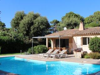 Maison avec piscine et jardin. Proximite la plage de cala Rossa . Corse du sud .