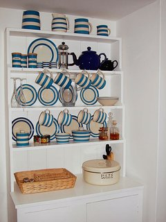 Pretty 'Cornish Ware' crockery in the kitchen