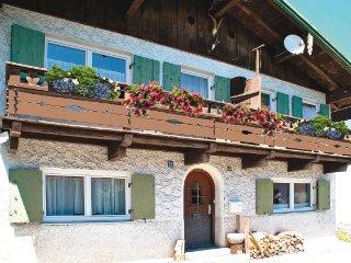 Ferienhaus in Garmisch-Partenkirchen zentrale Lage mit Garten für acht Personen