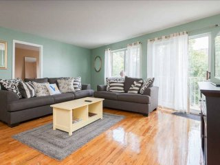 Spacious 2 bedroom Near Astoria Park And Ferry