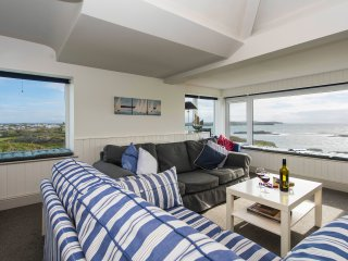 Lovely coastal flat with superb sea views!