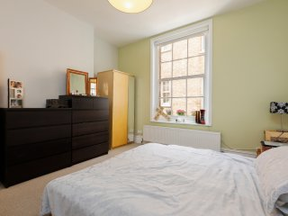 Mansion flat, minutes from Balham Tube station