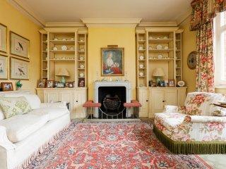 Classic Chelsea Maisonette with terrace