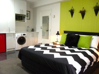 The Lil' Haven - Clean, Stylish Auckland Central Apartment