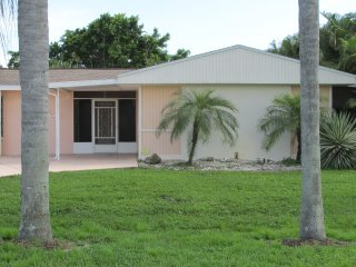 Villa Mimosa Adorable Family-Home heated pool, WIFI, in the heart of Cape Coral